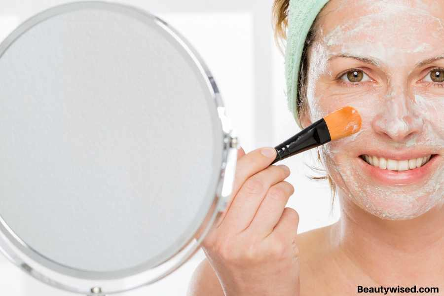How to apply a face mask?