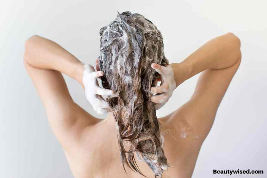How to apply a deep hair conditioner?